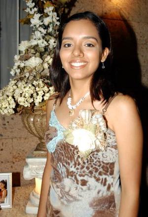 Mónica Joanna de la Cruz Seseñas en una de las despedidas que le ofrecieron antes de su enlace nupcial.