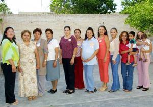 Julieta Sepúlveda de Bonilla fue homenajeada con una fiesta de regalos para el bebé que espera, organizada por su mamá, Julieta Carrillo de Sepúlveda. Asistieron sus amistades y familiares.