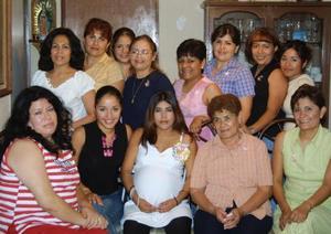 Arizbel Castor Saucedo en la fiesta de canastilla que le ofreció Amparo Castor Morales en la que se dieron cita  numerosas amistades y familiares.