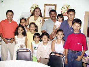 Una despedida de pareja orecida para Xóchitl Mendoza y Roberto Múñez de la Riva  con un motivo de su próxima boda, Estuvieron acompañados de numerosos amistades y familiares.