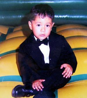 Alejandro Lira Moreno cumplió tres años de edad y su mamá, Norma Lira Moreno le organizó una divertida piñata.