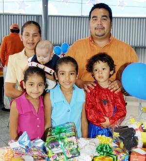 Arturo cumplió tres años de edad y fue festejado por sus padres Arturo Alvarado y Graciela Álvarez de Alvarado y sus hermanas Karla, Graciela y Astrid.