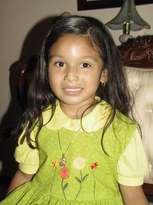 Cinco años de edad cumplió la pequeña Scarlett por lo que fue festejada por su mamá Rocío Magallanes González.