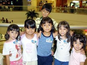 Diana, Karla, Miriam, July, Mariana y Héctor García Pulido.