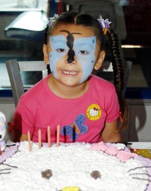 La pequeña Renata Stefany Muñoz Carlos se disfrazó de mariposa para festejar su cuarto cumpleaños.