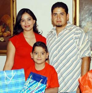 Seis años de edad festejó Bryan Alejandro en compañía de sus padres Alejandra Rojas y Zulema López.