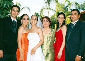 Alejandra López García acompañada de sus padres, Mary Carmen García y LÑic Rafael López y de sus hermanos, Rafael, Rosa del Varmen y Mariana.