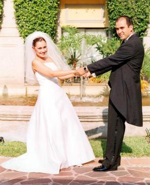 Bruno Solís Martell y Lizett Espinoza contrajeron matrimonio en Monterrey.