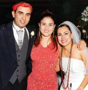 Bruno Solís y Lizett Espinioza con su querida amiga Jéssica Zarzar.