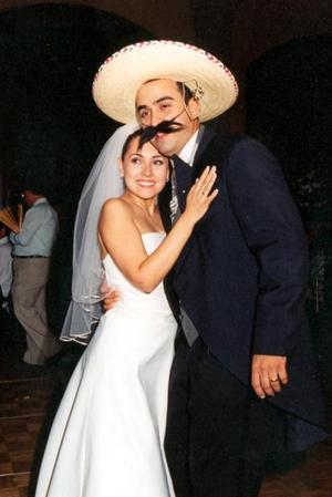 Bruno Solís y Lizett Espinoza durante su banquete de bodas.
