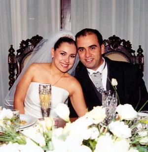 Lizett Espinoza  Villa y Bruno Solís Martell el día de su banquete de boda.
