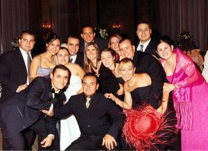 Los novios Bruno Solís y Lizett Espinoza con  sus amigos, Alejandro y Marcela Pimentel, Homero y Ale Ruiz, César y Mónica Pérez, Enrique y Mague Mery, Abraham y Georgina Maturino, Jorge y Adriana Múzquiz.
