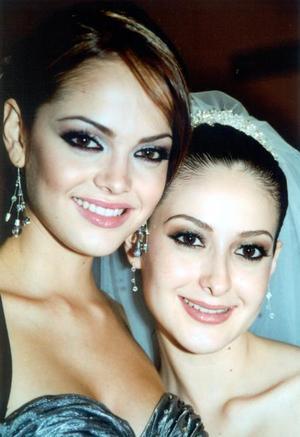 Marisol González con su hermana Abril González el día de su boda con  Luis Hermosillo Rodríguez.