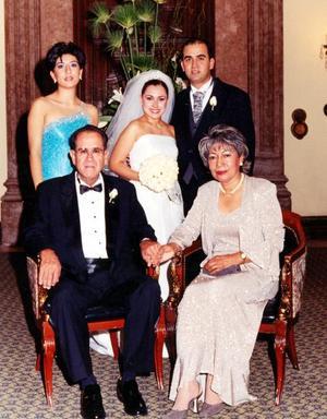 Señores Bruno Solís Echeverría y Julia Martell de Solís y Srita Julie Solís Martell, papás y hermana del novio.
