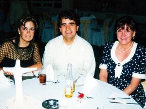 <b> 17 y 18 de agosto </b> <p>Sofía Karam, David Gerard y Silvia Lavín en pasada cena.