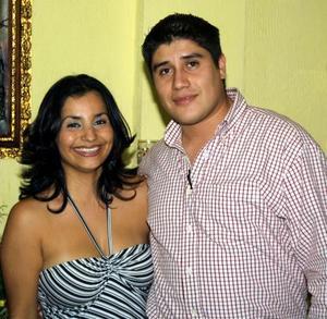 Harymmuy de la Cruz y Juan Manuel Chávez anunciaron en días pasados su compromiso matrimonial.
