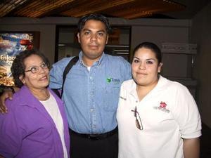 <b> 19 de  agosto </b> Se trasladó a Madrid España, Víctor Serna, lo despidieron , su mamá Raquel Valdés Serna y su hermana Carmen Serna.