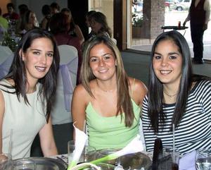 A reciente reunión social asistieron las señoritas Melissa Villarreal, Mayra Dávila y Alejandra Martínez.