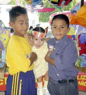 <b> 20 agosto </b> <p> Rubén y Carlos Coronado celebraron su séptimo y octavo onomástico, respectivamente con un convivio ofrecido por su s Rubén Coronadoy Guadalupe Romo, los acompaña su hermanito.