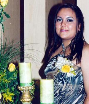 <b> 20 de agosto </b> <p> Perla Monserrat Frías James en la fiesta de despedida que le ofreció su mamá, Irene James y sus hermanas Mildred y Laura.