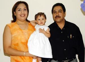 Con una fiesta festejaron el onomástico de Brenda Ivette Rodríguez Escobedo, fueron excelentes anfitriones sus papás Labinia Escobedo y Eleazar Rodríguez.