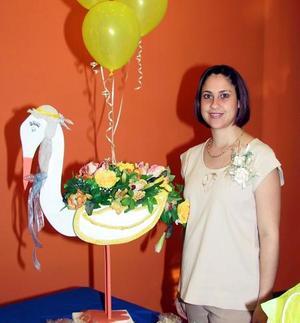 Sonia Castro de Montfort disfrutó de una fiesta de canastilla preparada en su honor con motivo del cercano nacimiento de su hija promogénita.
