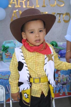 <b>21 de agosto </b> <p> Carlos Alejandro Perales  Cassio, en la fiesta que le ofrecieron por su segundo cumpleaños.