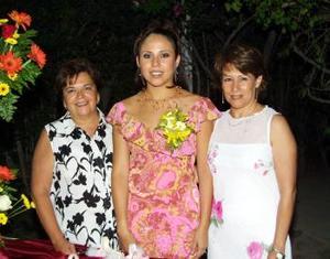 Ivonne Idaly Mendoza Tirado contraerá matrimonio con Leonardo Sosa Ibarra y fue festejada por Lourdes Tirado y su futura suegra Tere Ibarra.