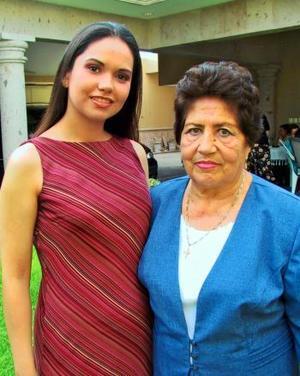 <b> 22 de agosto </b> <p>Verónica Rivera Bañuelos fue despedida de su soltería por segunda ocasión con un grato  convivio, la acompaña su abuelita Micaela S. de Bañuelos.