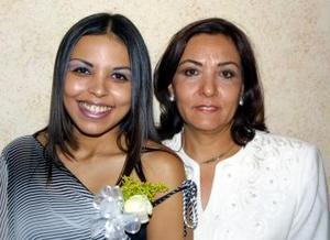Olga Georgina Darwich Goitia con su mamá Olga Goitia de Darwich.