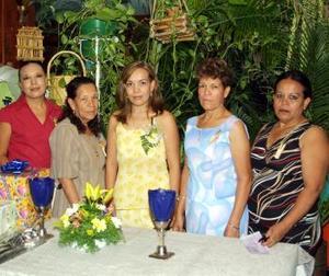 Un festejo prenupcial le ofrecieron a Irma Delia Castro Galindo preparado por su mamá Fidela Galindo de Castro y su hermana María del Rosario Castro Galindo