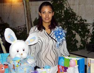 Con una fiesta de canastilla festejaron a Janeth González Medina organizada por Martha Cuevas de Medina y Rosa Elia Márquez de González en la que recibió numerosos regalos.