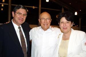 <b> 23 de agosto </b> <P> Mauricio Alarcón, Manuel González y Gabriela Díaz Florse de Alarcón en una ceremonia inaugural.