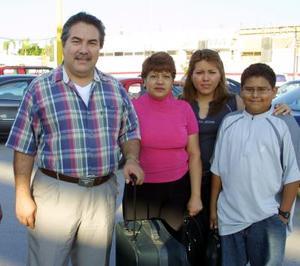 <b> 24 y 25  de agosto </b> <p>Rodolfo Escalera viajó a Madrid por cuestiones de trabajo, lo despidieron Estela Urrutía de Escalera, Claudia Escalera y Carlos Jara.