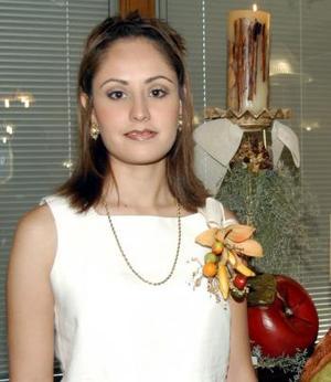 Laura Patricia Flores Zorrilla, en la fiesta de despedida que el ofrecieron con motivo de su cercano enlace.