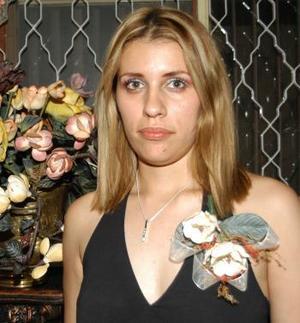 Mayela Castillo Tello en la fiesta de despedida que le ofercieron recientemente.