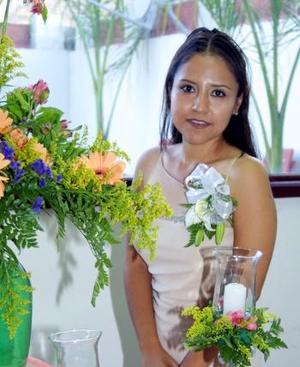 Norma Delgado Lozano fue agasajada con una fiesta de despedida por su cercano enlace con José Antonio Salas Aspiazu.