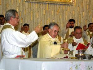 El Excmo. Señor Obispo don José Guadalupe Galván Galindo celebró el pasado jueves su onomástico, con una misa de acción de gracias en a Catedral de Nuestra Señora del Carmen, concelebrada con otros sacerdotes.