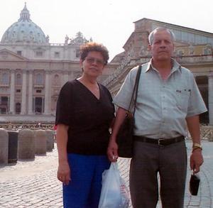 Miguel Ángel Guerrero y Esperanza Valdez de Guerrero realizaron un viaje de placer por el continente europeo.