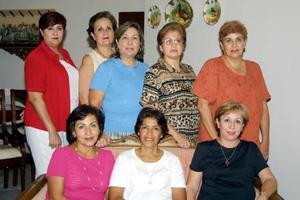 Una agradable reunión disfrutaron, Ana Avelina Jiménez, Mary Corral, Conchita Flores, Sonia Quiñones, Ana  Luisa García, Paty Marroquín, Amalia Muñiz y Lourdes Navarro, ex alumnas del colegio Los Ángeles.
