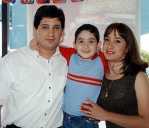 Cinco años de edad cumplió el pequeño Jorge Eduardo por lo que fue festejado por sus padres los señores Jorge Eduardo Velasco de la Riva y María del Rosario González.