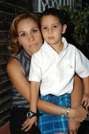 Elisa Castillo y su hijo Miguel Alejandro Castillo.