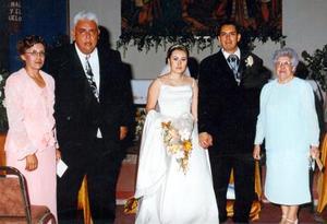 Acompañan a  los novios Juan Francisco Zapata y Susana Medina Suárez sus papás.