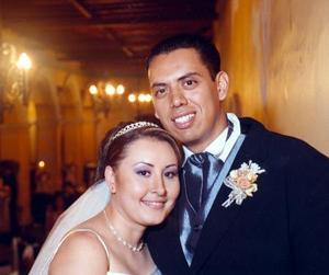 C.P.T. Juan Francisco Zapata Escalera y L.C. Susana Elizabeth Medina Suárez recibieron la bendición nupcial en la iglesia del Espíritu Santo en la ciudad de Colima el 26 de julio.