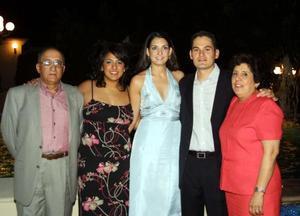 Cecilia Castro disfrutó de una despedida de soltera, con motivo de su cercano enlace con Ulises Macías. Los acompañaron sus padres, quienes están muy felices con el compromiso de sus hijos.
