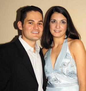 Carlos Tames González y Aurora Reyes fueron despedidos de su soltería con un convivio ofrecido por la familia Mansur.