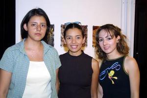 Patricia  Facio, América Casas y Daphne Castañeda.