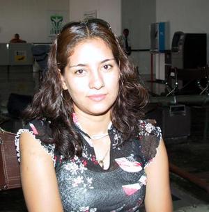 En espera de un familiar procedente de Ciudad Juárez, fue captada Esperanza López en el Aeropuerto de Torreón