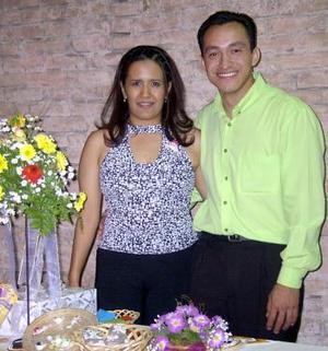 <b> 26 de agosto </b> <p> Una despedida de pareja fue ofrecida en honor de Leonor Adriana Salazar y Fernando Sida.