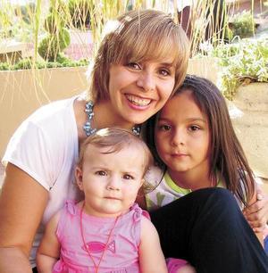 Angie de González consus hijas Daniela y Angie González Milán disfrutaron de una entretenida fiesta infantil